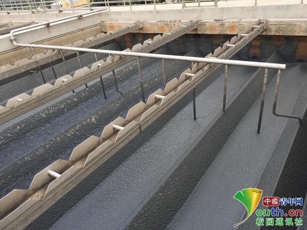 队员深入豆制品厂调研生产污水处理情况.jpg